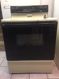 Whirlpool self cleaning electric range Wilkes Barre, 18702