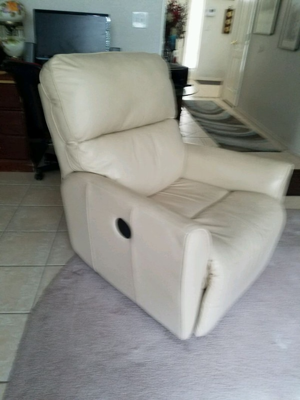 Electric recliner (leather)  0e99ffa0-048f-4b7f-9e8d-b308e1c342bb