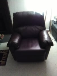 Soft Brown Leather Recliner (like new) Silver Spring