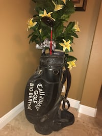 black and gray golf bag with golf clubs set