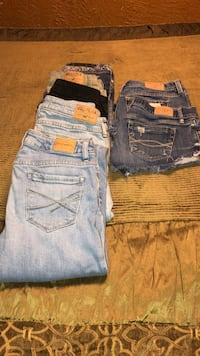 three blue and one black denim bottoms Haines City, 33844
