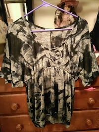 women's grey and black scoop-neck blouse