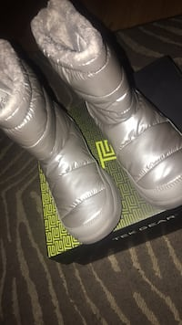 Pair of white leather dress shoes size 10 teach gear  Lombard, 60148