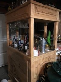 Bar with 3 stools and carved detailing Riverbank, 95367