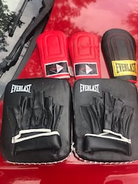 Boxing Gloves/Hand Pads