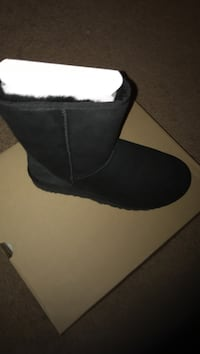 unpaired black suede sheepskin boot with brown box Laurel, 20708