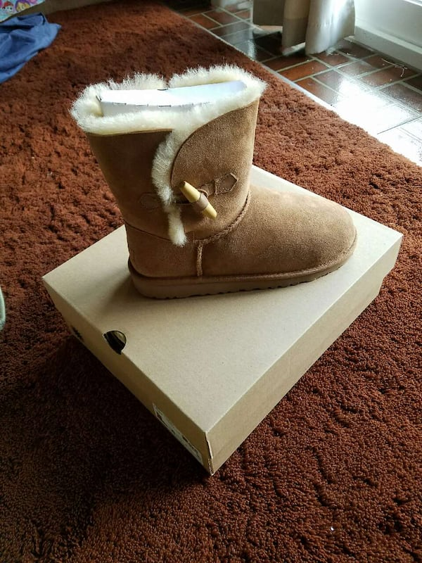 Ugg Boots Size 6 0ccd5990-bb33-4833-b9a2-bd7deca5c197