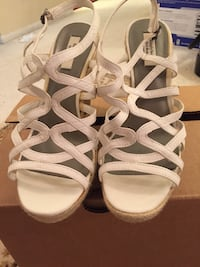 Pair of white leather open-toe strappy heels Alexandria, 22304