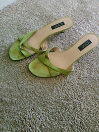 pair of green leather open-toe ankle strap heels 32 km