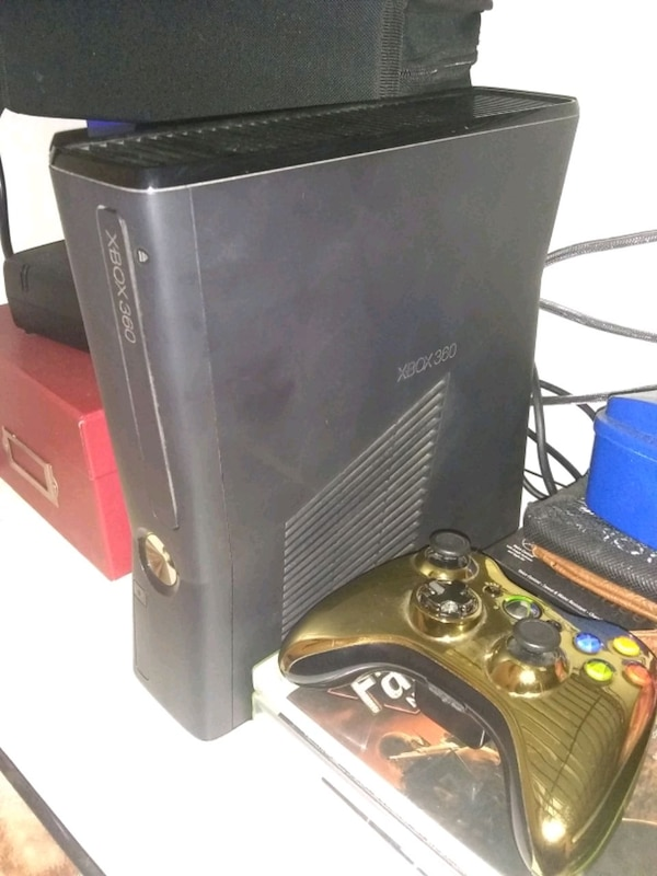 Xbox 360 slim 250gb with gold controller