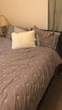 queen bed  and box spring Daphne, 36526