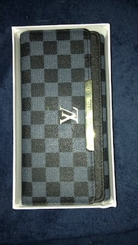 Fake girls lv long wallet Winnipeg, R2M 2C2