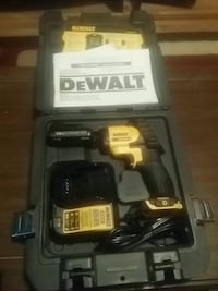 black and yellow DEWALT cordless power drill with case 1957 km