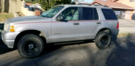 2005 Ford Explorer. 4x4AUTOMATIC