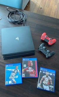 PlayStation 4 Pro - Sony - 3 games - 2 controlleds