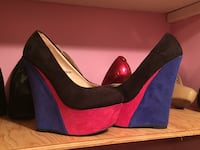 Size 6 heels brand new warn once. Please contact me  Ottawa, K1G