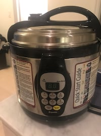 black and gray Aroma slow cooker Toronto, M5E