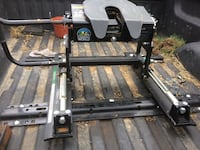 Fifth wheel hitch like new only used 2 times