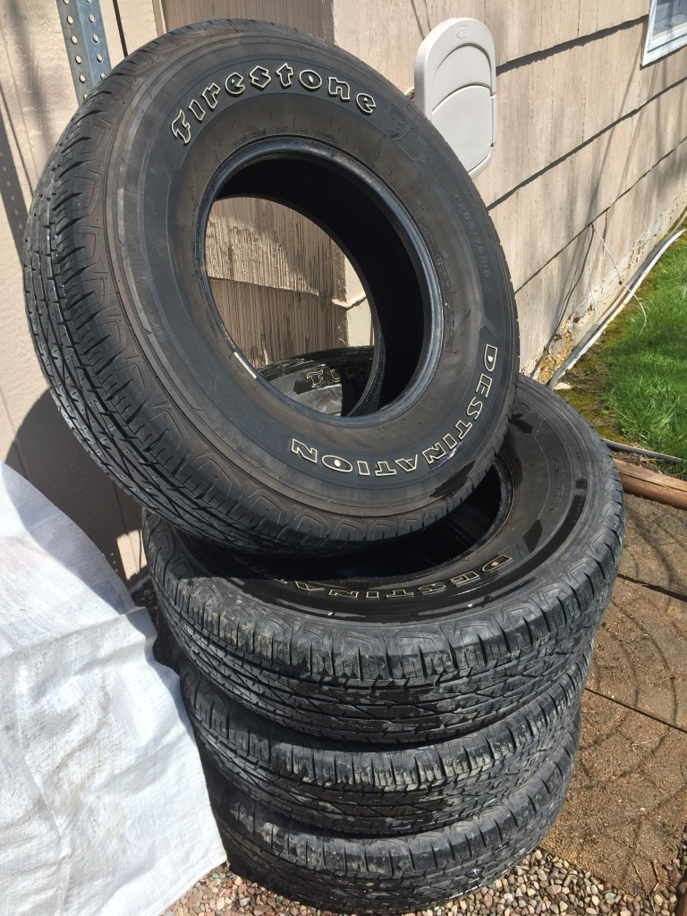 Photo Truck tires 265/75/16 full set good condition