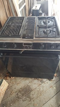 Jenn Air gas stove 4 burner with grill insert