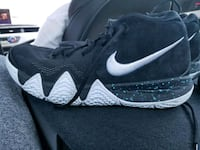unpaired black and white Nike running shoe Toronto, M2N