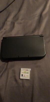 black Nintendo 3DS with game cartridge 527 km