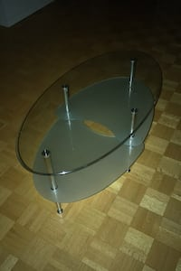 Chic glass table in PERFECT condition