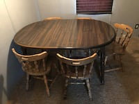 Round brown wooden table with five chairs Chapel Hill, 37034