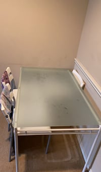 Dinning table  with chairs price negotiable  McLean, 22102