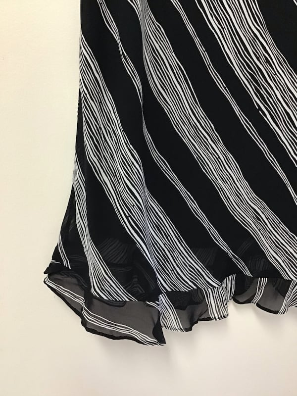 Women's DONNA RICCO 100% rayon fully lined black & white skirt…Size-12 dca46a5a-ceeb-45e1-8f46-c9f56563356f