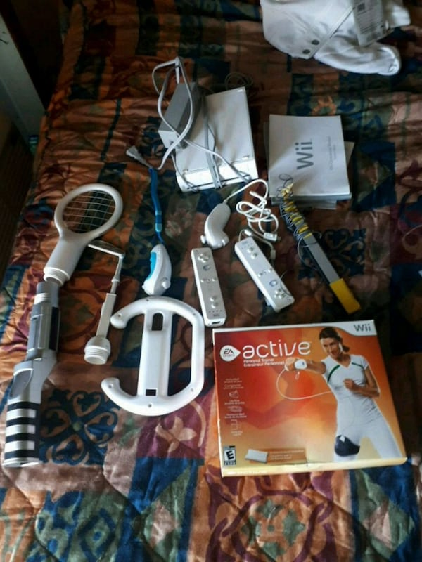 Nintendo wii comes with everything plus activegame 71340a9b-ec1f-492b-a49e-e059945c9008