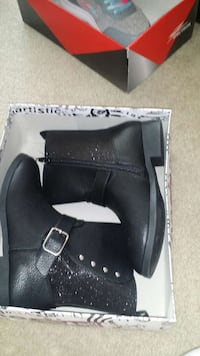 Girl ankle long boot size 2 Brampton, L6S 4T2