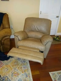 Leather Recliner Street, 21154