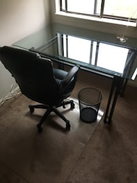 Desk chair and plastic carpet cover to roll chair over  Frederick, 21701