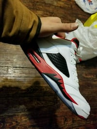 white and red Air Jordan 5 shoe size 10 Louisville, 40212