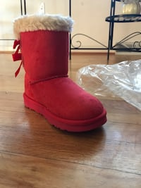unpaired red UGG Bailey Bow sheepskin boot Waldorf, 20603