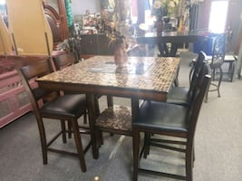 Brown beautiful dining room table with mirrors