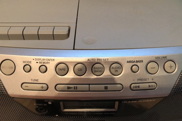 Sony am/fm radio, Cd, cassette and aux  f464a4f4-53cf-413a-ae16-73fbe4723700