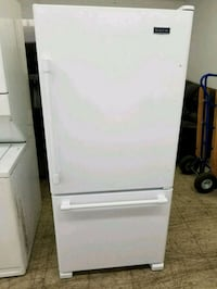 WHITE MAYTAG FRIDGE  552 km