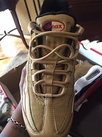BRAND NEW SIZE 9 air max 95