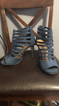 pair of black open-toe strappy heeled sandals Compton, 90221