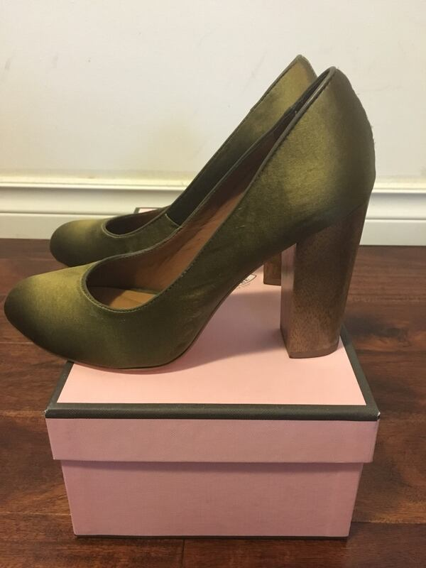 Juice couture. size 6. made in brazil . like new, used only once. 12605346-a59a-4123-bfbe-b790be4f90e4