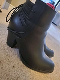 Black fall booties size 10 Mississauga, L5M 0N9