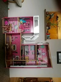 pink and white wooden dollhouse Barrie, L4N 1L8