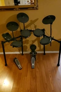used electric alesis nitro drum set for sale in san antonio letgo. Black Bedroom Furniture Sets. Home Design Ideas