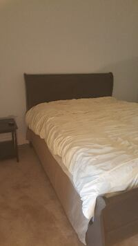 Queen sleigh bed with mattress and boxspring Nashville
