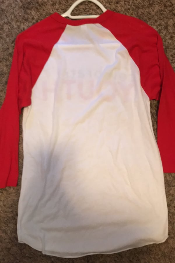 Womens red and white celebrate shrt size S 994f275b-5eca-4bb4-83b1-81f2060c519a