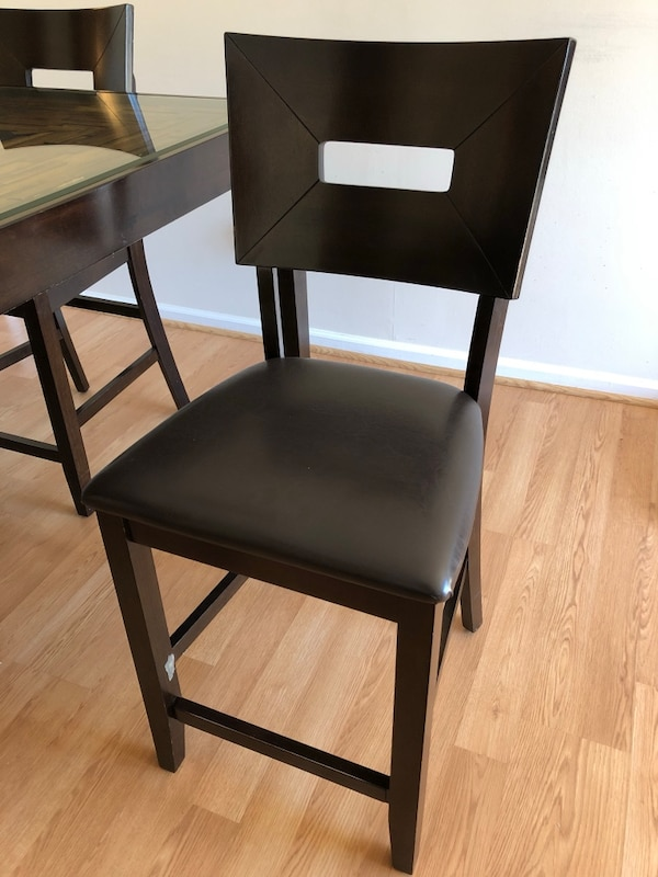 DINING ROOM TABLE w/ 4 CHAIRS 2