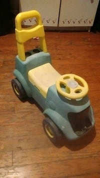 blue and white plastic ride-on toy car 1290 mi