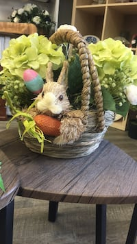 Easter bunny basket arrangement London, N5Z 1R9